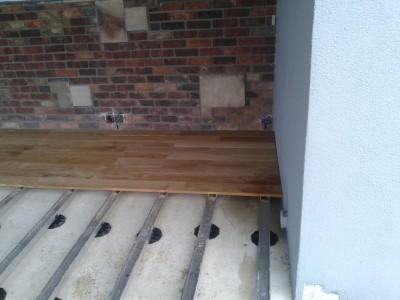 Založení terasy na výškově stavitelné terče a ALU nosníky