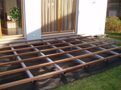 Založení terasy na zemních vrutech